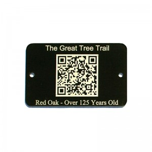 qr code on black tag